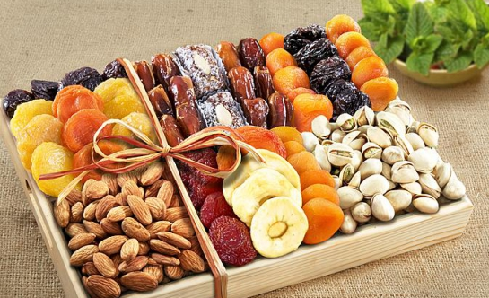 Gift tray of dried fruit and nuts